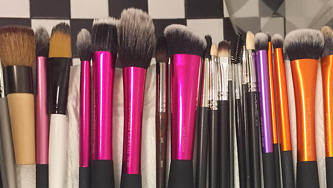 Pestyt meikkisiveltimet