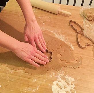 Piparkakkujen leipominen